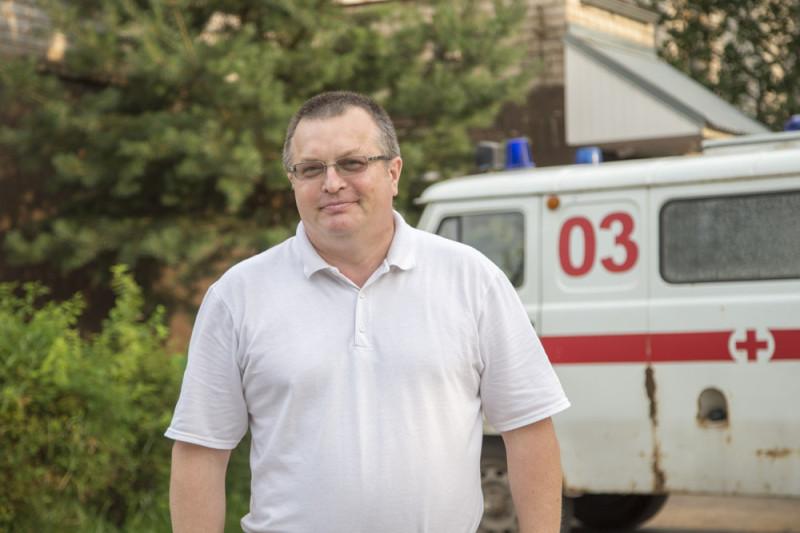 Сергей Изотов, врач-хирург Бежаницкой межрайонной больницы и депутат Бежаницкого районного Собрания от Псковского «Яблока».