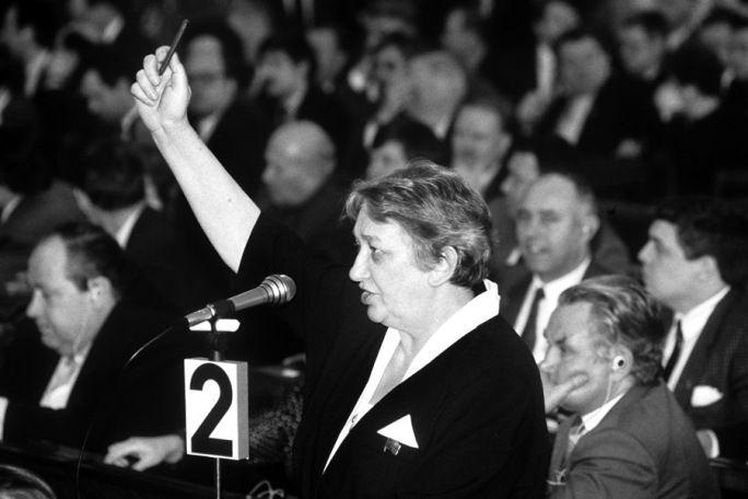 Марина Салье на съезде народных депутатов РСФСР, 1993 год.