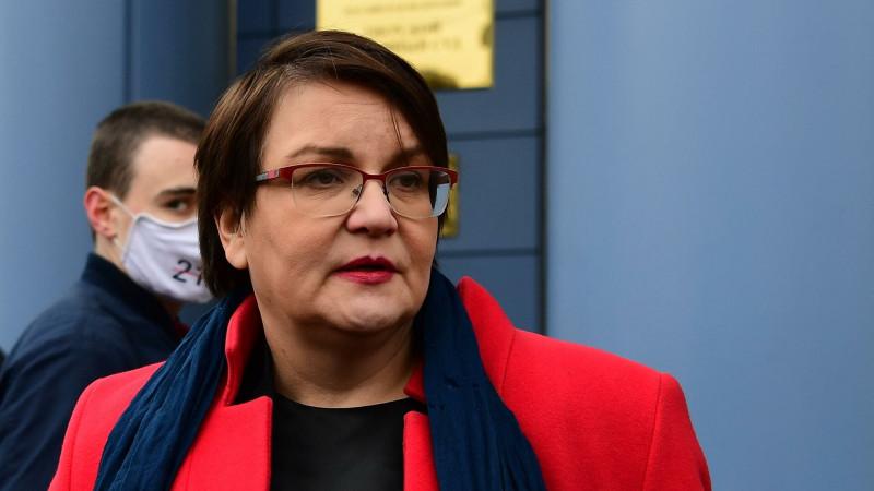 Юлия Галямина перед зданием Тверского суда.