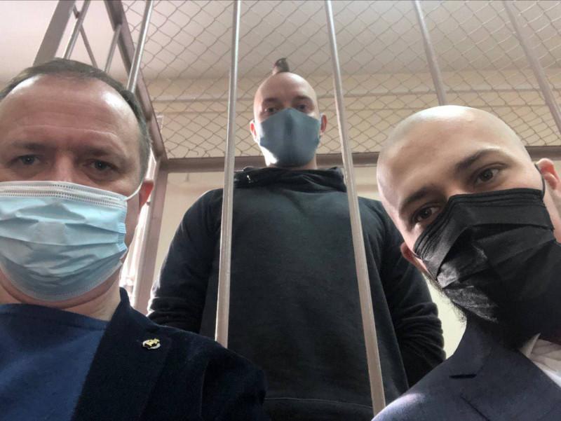Адвокат Иван Павлов, Иван Сафронов, адвокат Дмитрий Катчев в Лефортовском районном суде Москвы, 2 марта 2021 года.