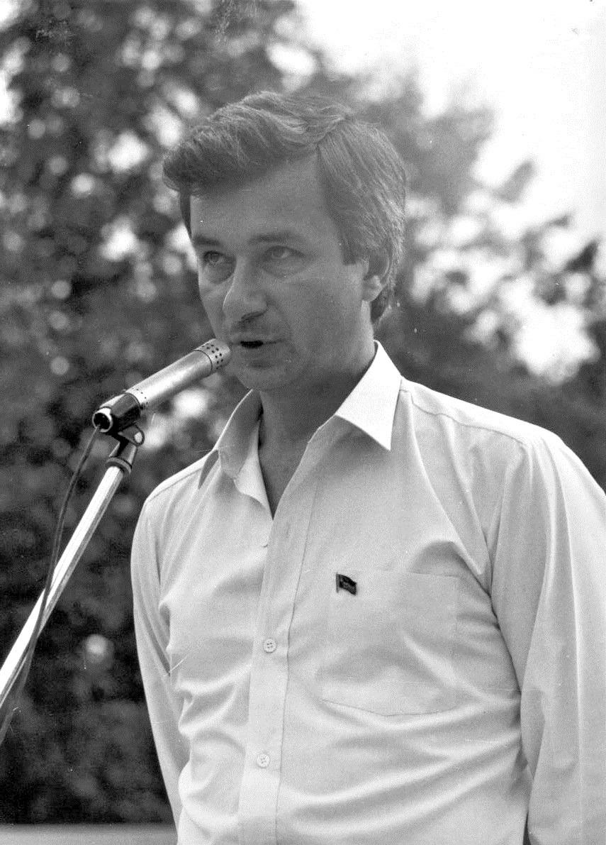 Александр Прокофьев, депутат облсовета. Псков. Зеленый театр. 24 августа 1991 г. Фото: Изот Журавский