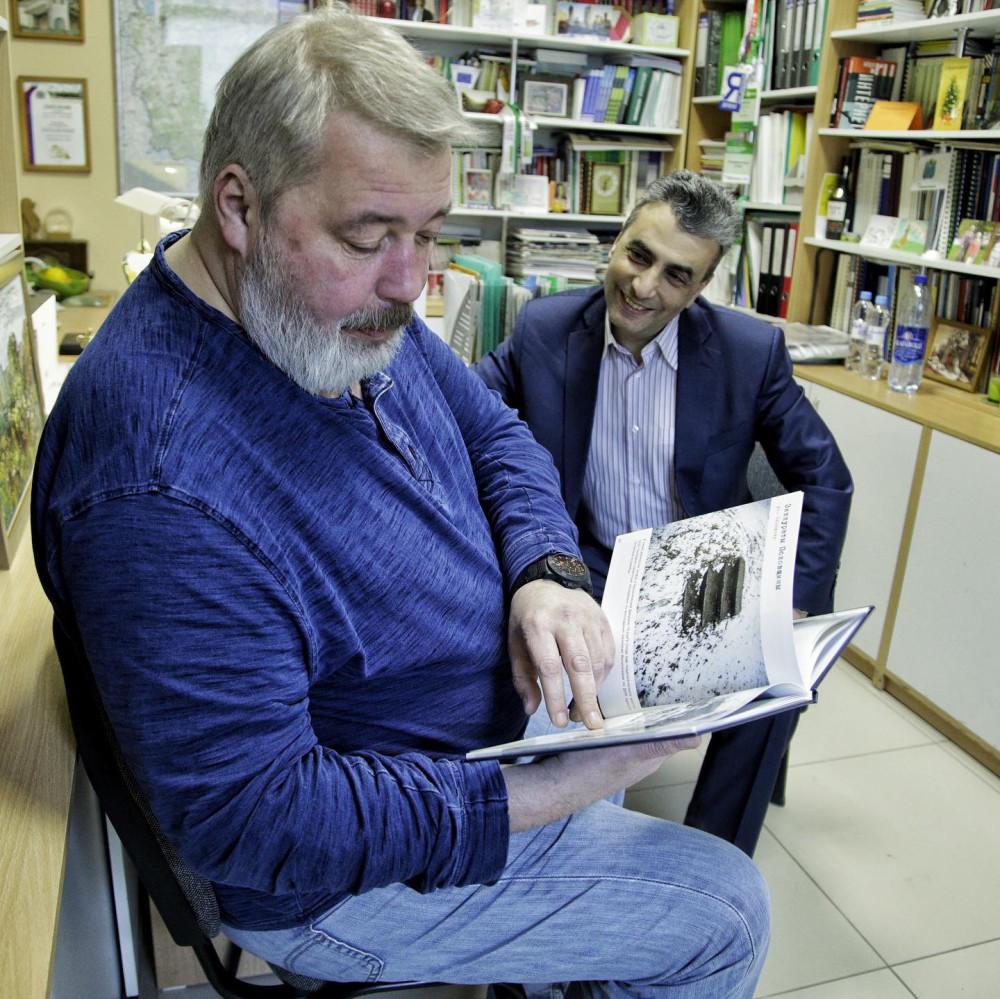 Дмитрий Муратов и Лев Шлосберг в офисе Псковского «Яблока» 2 апреля 2019 года. Фото: Артем Аванесов