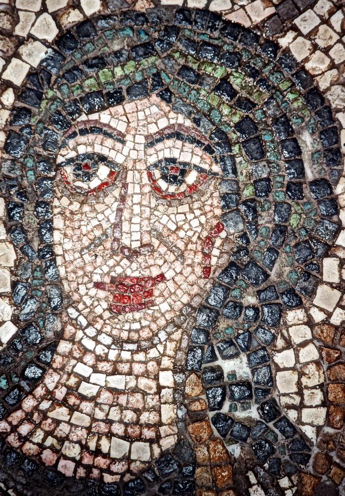 Мария в образе ЛУНЫ