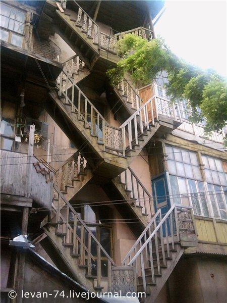 Лестница в тбилисском двоике