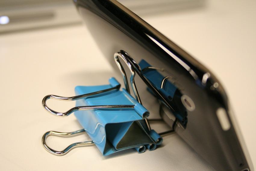 Подставка для телефона своими руками из зажима для 4