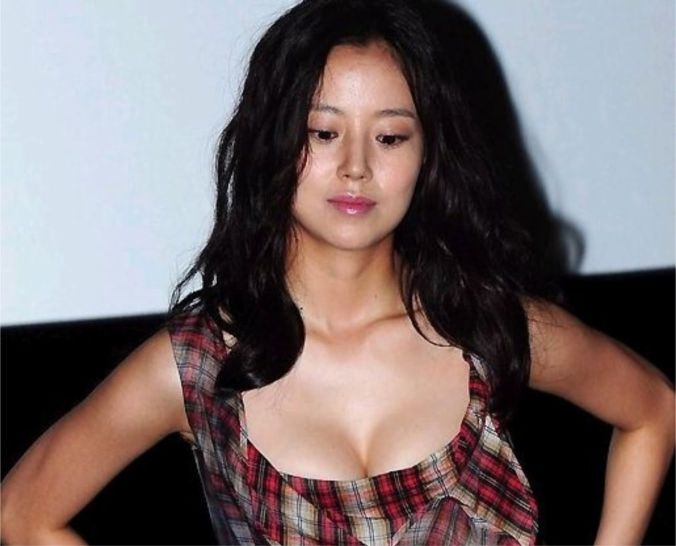Moon Chae-won esdefault