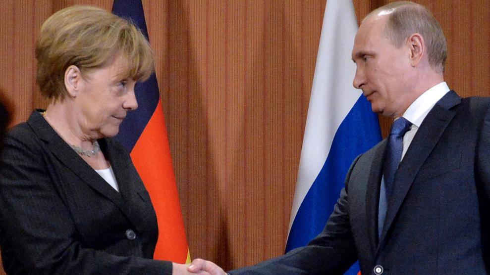 Putin-Merkel 1 990x556@LaStampa.it