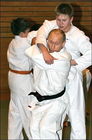 Putin-Slabyje-kids-malchik-Dzudo-1327516128-29