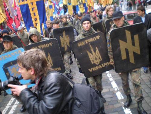 факельное шествие нацистов 91446_1