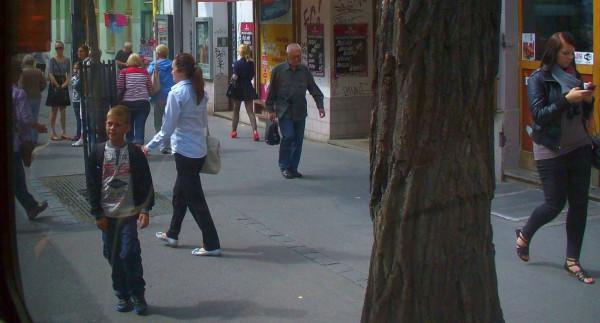 Praha - people - mobil P1070030 2014-8