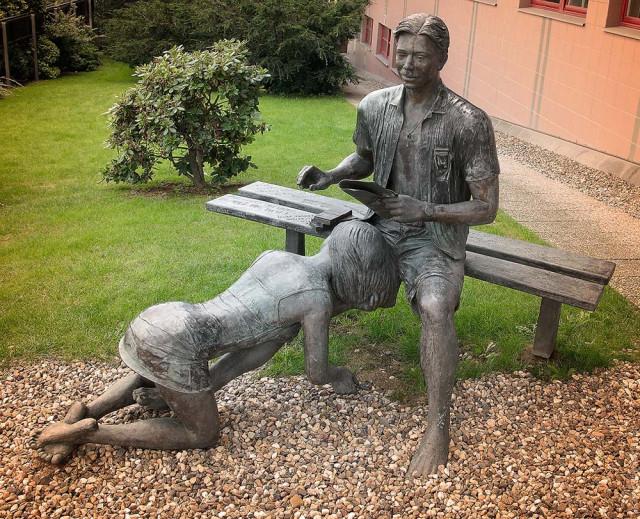 Статуя девушки влагалищем, порно пьяных трансвеститов