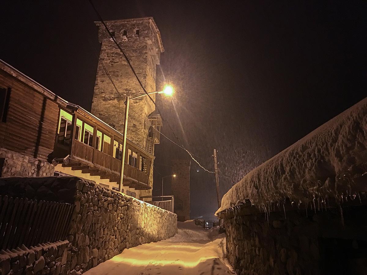 Ночные башни Местии.
