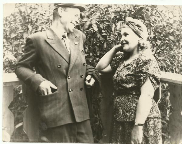 Бабушка Аня и дедушка Женя 1953