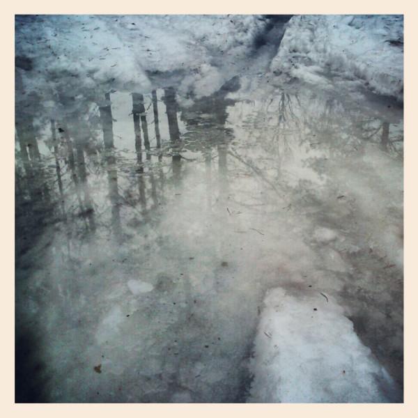 Тает снег