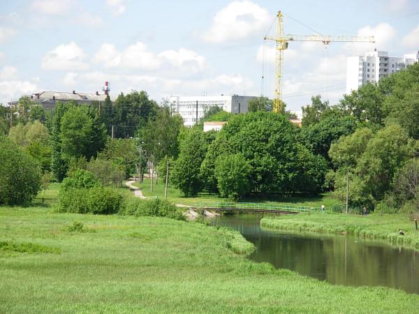 Вид на мостик через Свислочь (р-н ул. Плеханова, Минск)