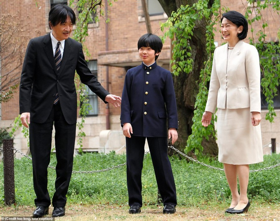 11998322-6898371-Hisahito_is_Emperor_Akihito_s_only_grandson_and_will_likely_sit_-a-11_1554726630832.jpg