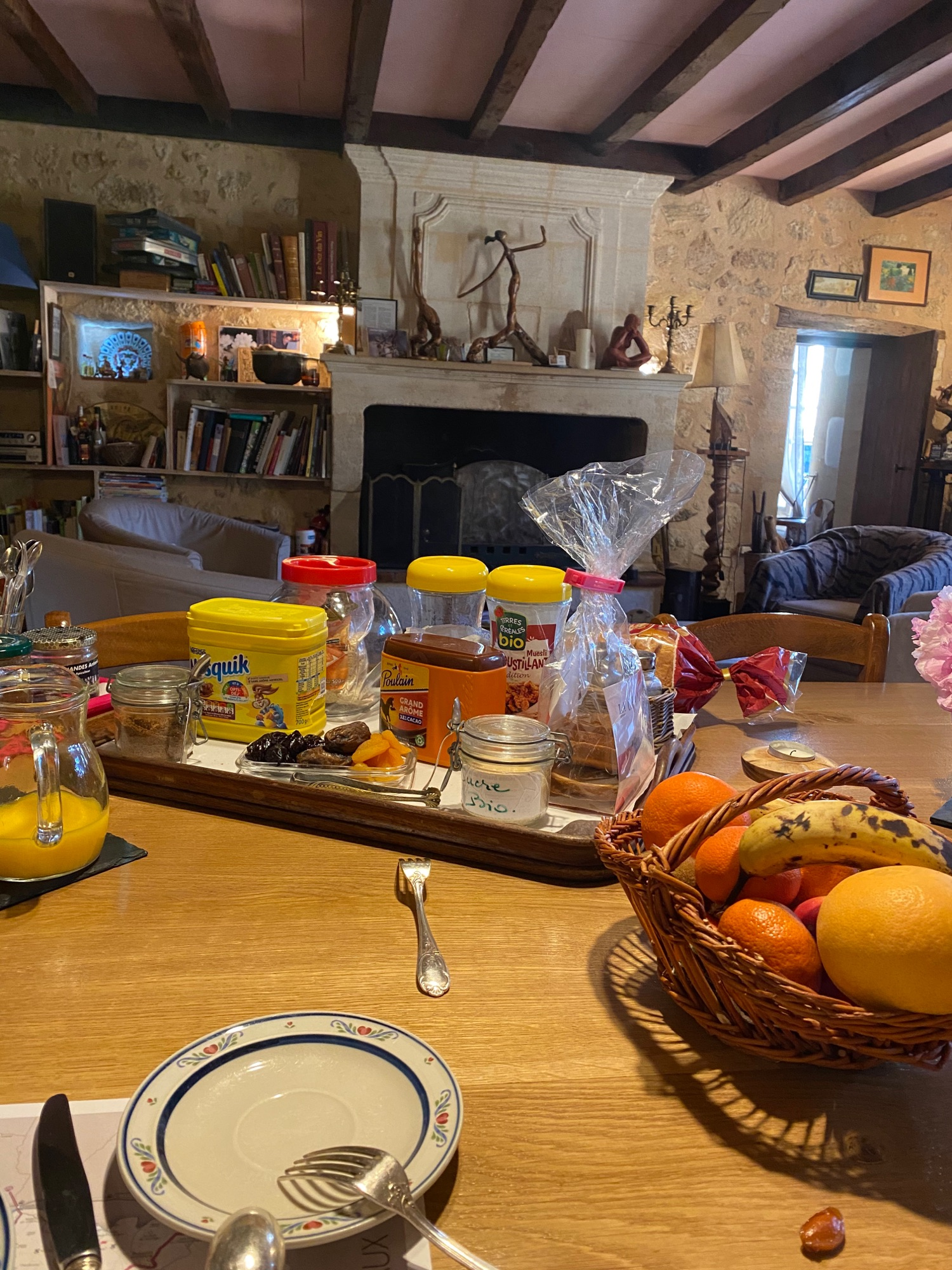 И малая часть нашего завтрака, сыр, ветчина и круассаны не влезли