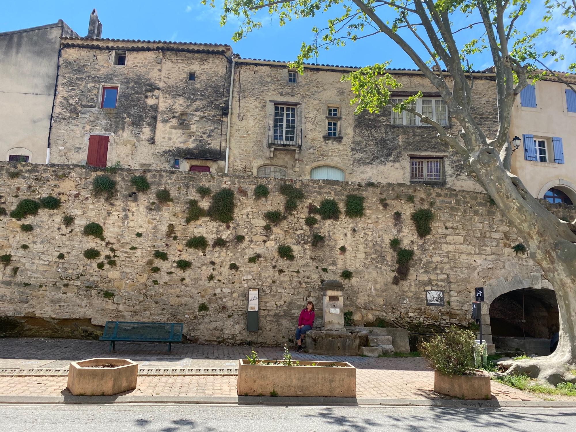 На фоне городской стены. Невысокая, но 12 век.