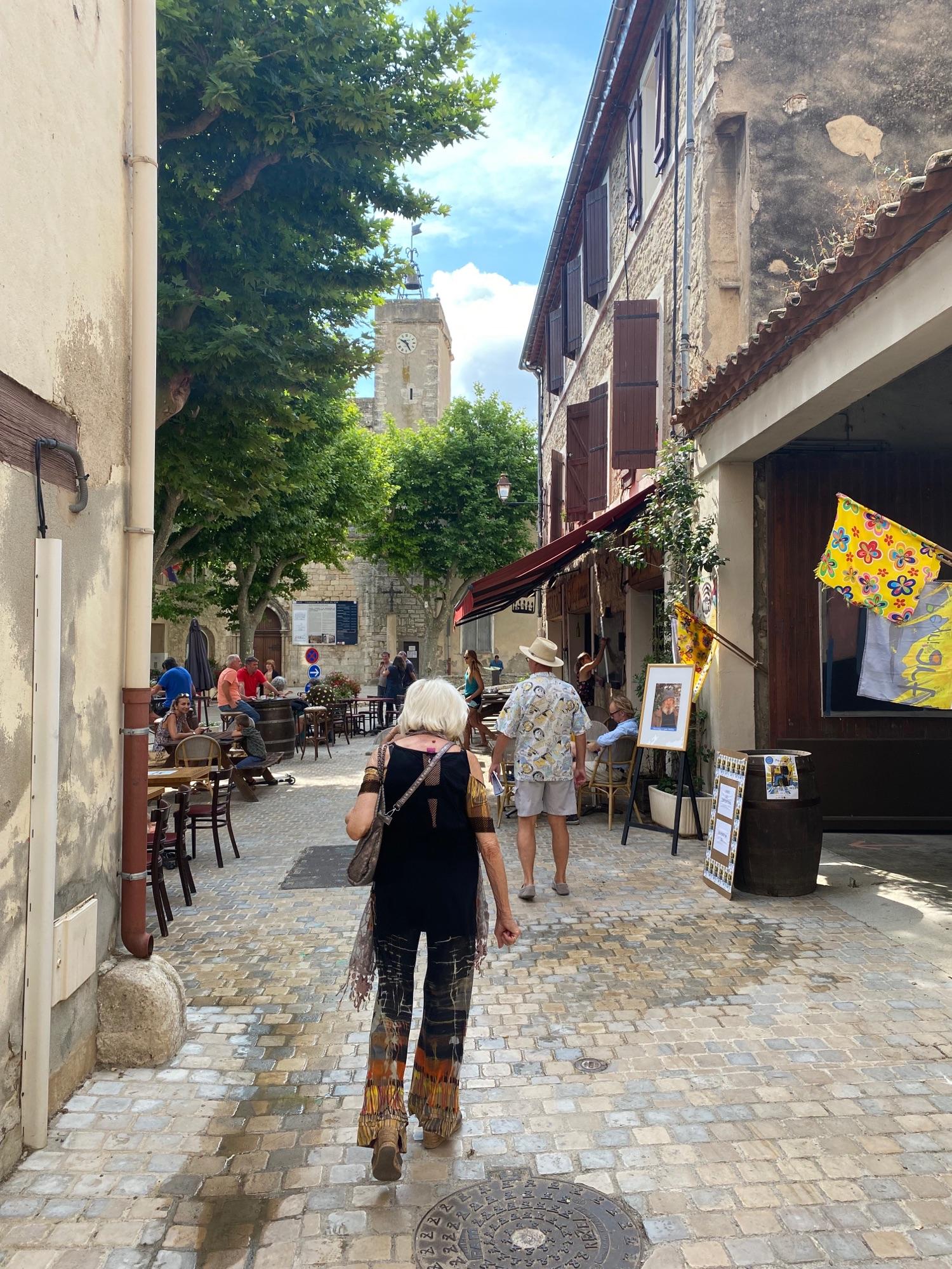Деревни оживели, рестораны открыли, а ч этой в воскресенье еще были открыты 46 мастерских художников.