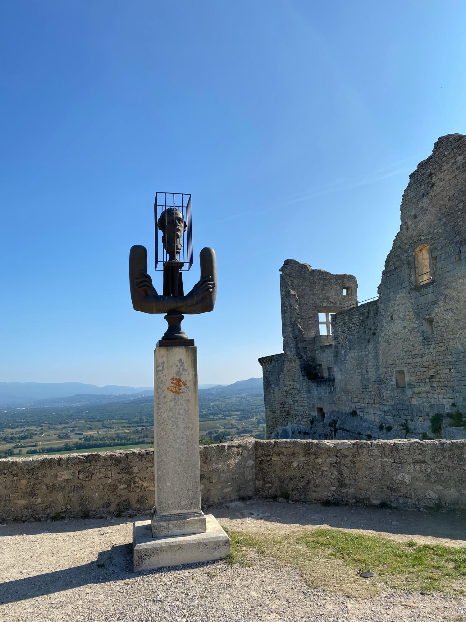 Памятник Маркизу де Саду (все помнят книжку?) и его шато. Шато -увы- закрыто.