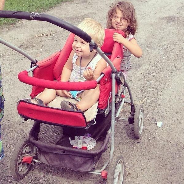 2014.06.12 - Эти дети сейчас в Семеновке и подвала у них нет