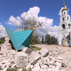 2014.06.17 - Разрушенная артобстрелом хунты церковь в Славянске