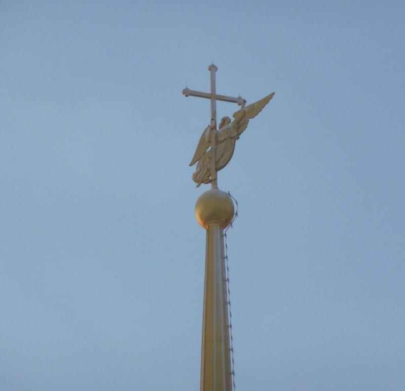 Ангел над Петропавловкой.jpg