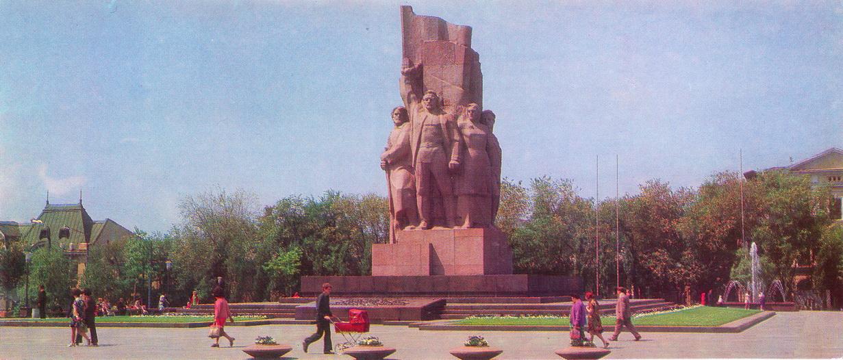 Kharkov - Monument v chest provozglasheniya Sovetskoy Vlasti_resize