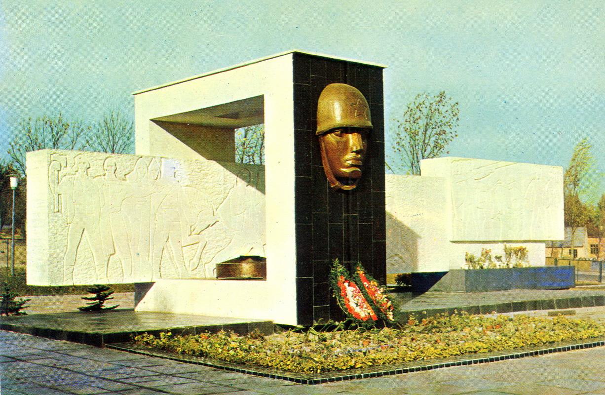 Truskavets - Monument.jpg