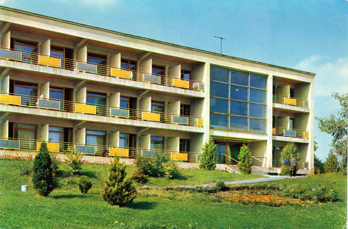 Truskavets - Sanatoriy Khrustalniy dvorets. Korpus 4.jpg