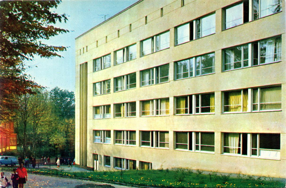 Truskavets - Tsentralnaya kurortnaya poliklinika.jpg