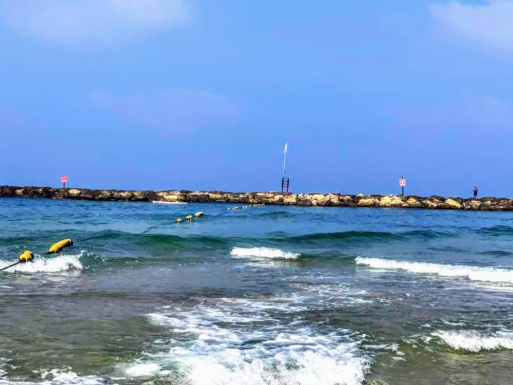 Утром на море  Волны протеста