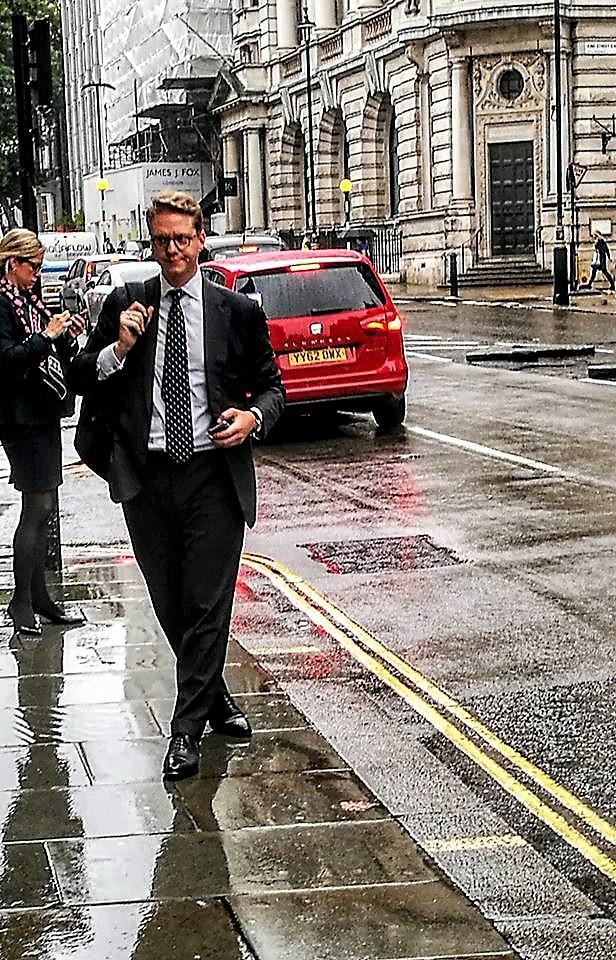 Дождь в Лондоне.
