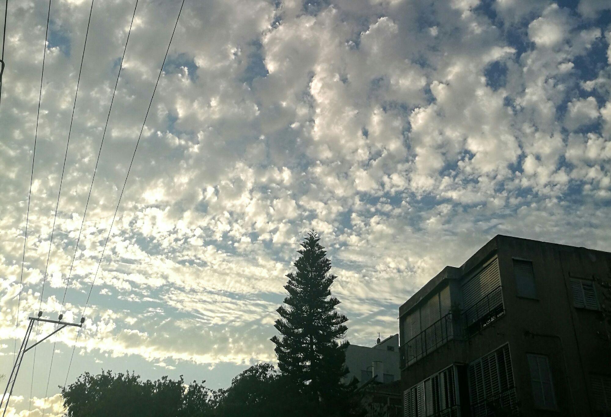 Суровое осеннее небо