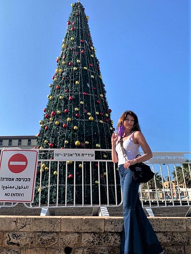 Просто елка. В Яффо. Суровая израильская зима.