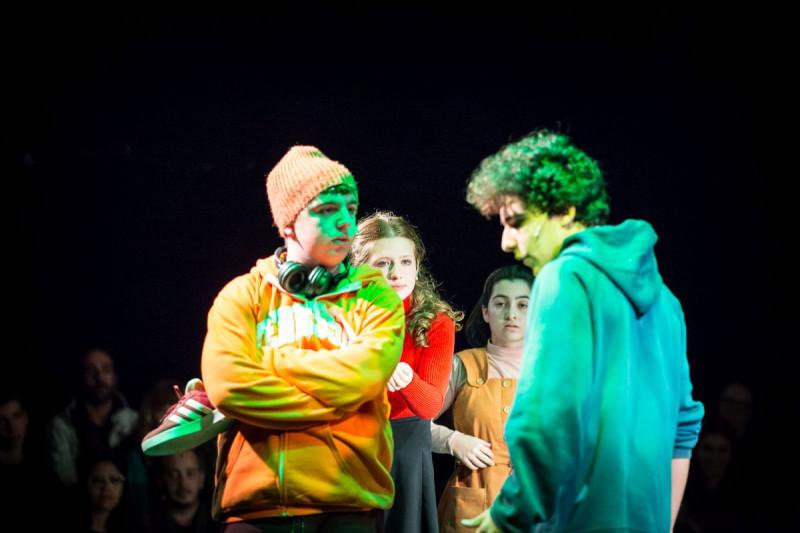 Сцена из спектакля «Кто со мной». Фотограф Виктория Шуб