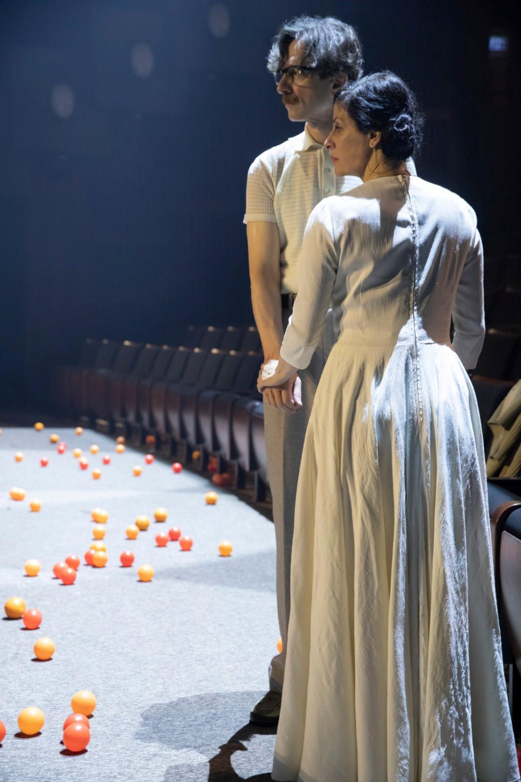 Сцена из спектакля «Невеста и ловец бабочек». Фотограф Даниель Каминский