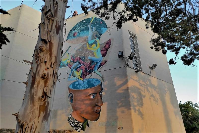 Вид на обсерваторию. Странные графити на стене