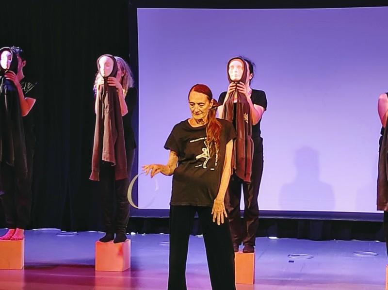 Рины Шенфельд и ее театр танца. Сцена из спектакля.