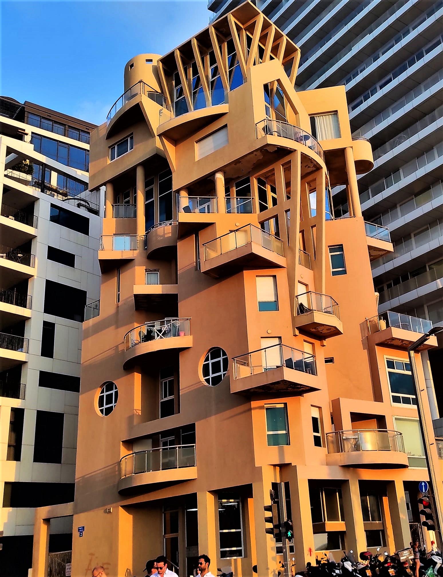 Здание на набережной Тель-Авива. Архитектор Цви Харель.