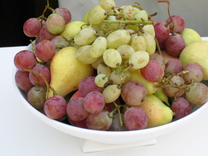 Виноград и груши