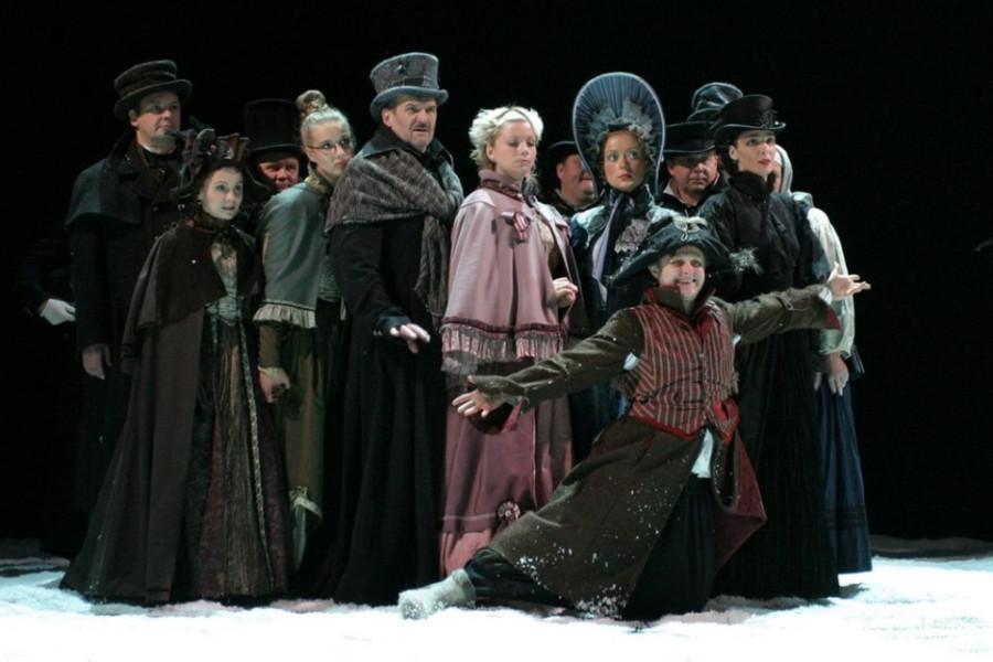 Сцена из спектакля «Маскарад». Фото -© Дмитрий Дубинский