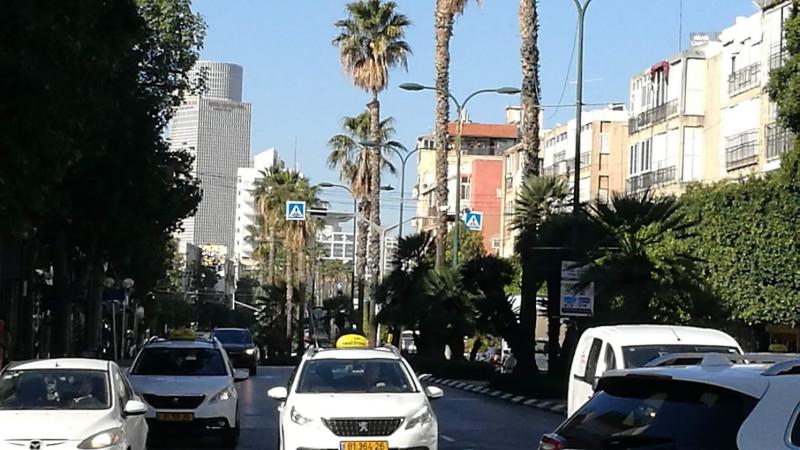 Высотки в конце улицы - это уже Тель Авив