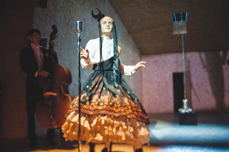Сцена из спектакля Кирилла Серебренникова: «Мертвые души». Фото Ира Полярная