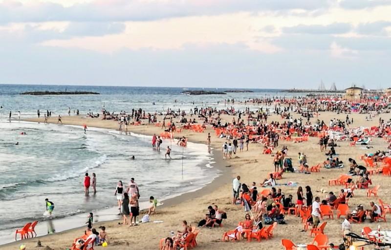 Море спокойное, теплое и ласковое.