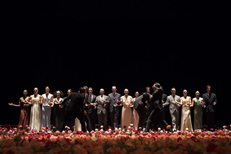 Сцена из спектакля «Гвоздики»