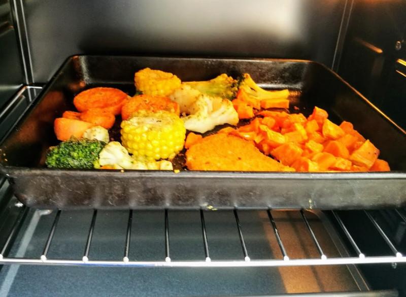 овощи запекаются в новой духовке