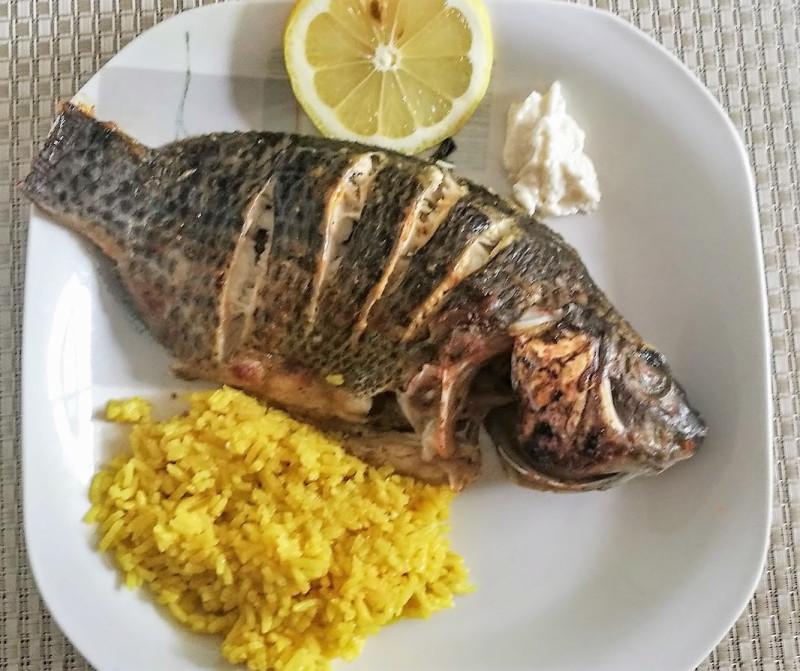 Рыбка на тарелке