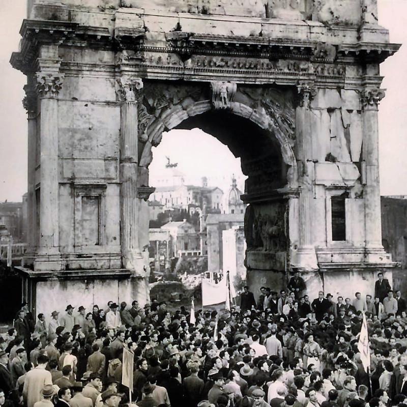 марш евреев под Аркой Тита