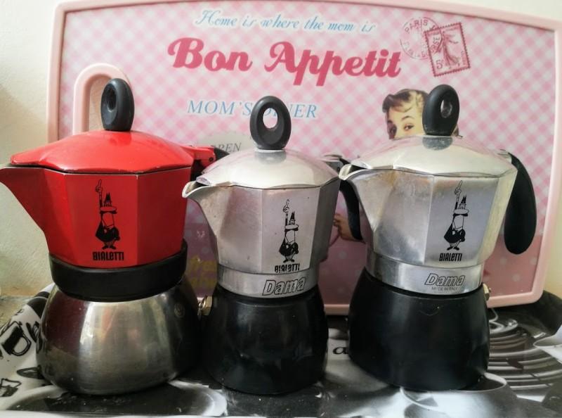 кофеварки в трепетном ожидании.